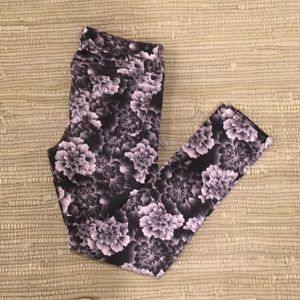Aeropostale black/gray floral 5 pocket jeggings 10